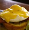 Menikmati Lezatnya Eggs Benedict di Makassar